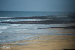 Eenzame man aan de Ierse kust