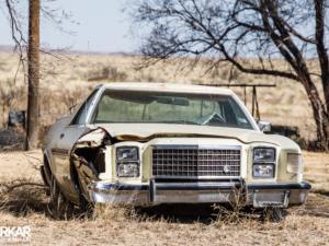 Oude Amerikaanse verlaten auto